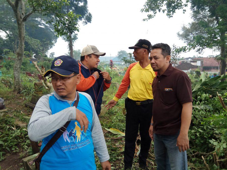 Kerja Bakti Bersih-bersih Makam Umum Ngujil dan Serentak Seluruh Wilayah Kelurahan Bunulrejo, 14 Januari 2018 - HUT Bunulrejo ke-1083 Tahun